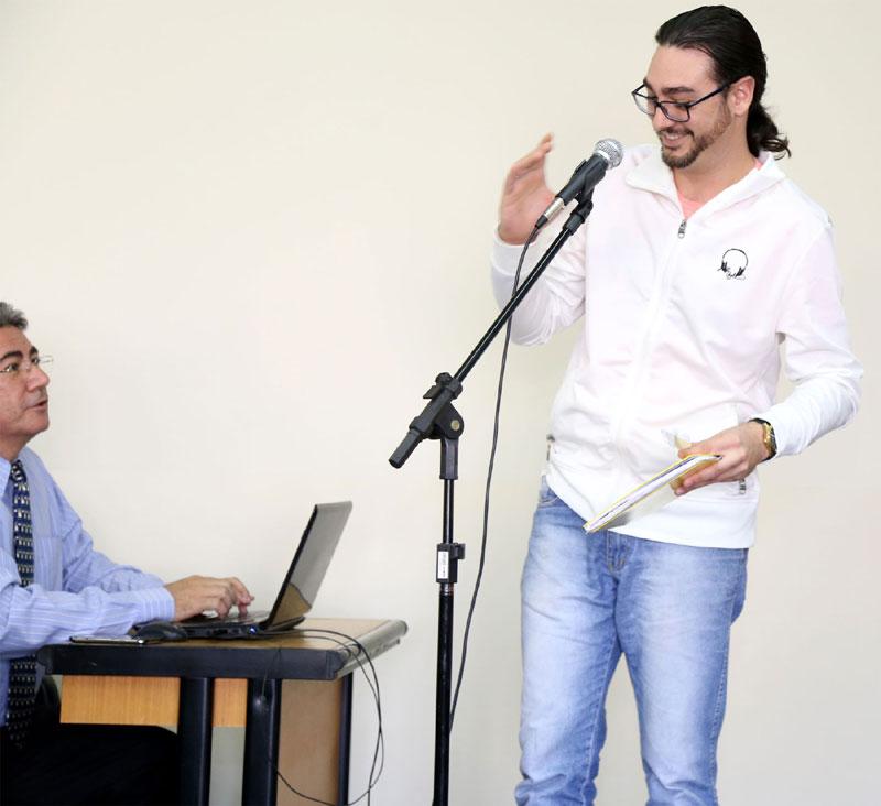 Jucá Júlio Sanchez Trindade do Projeto Roda de Histórias.